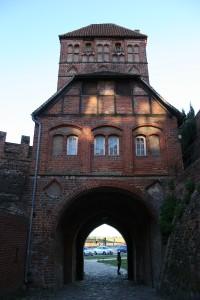 Die Rossfuhrt in Tangermünde, bei der es sich ebenfalls um ein durch ein Torhaus führendes Tor handelt